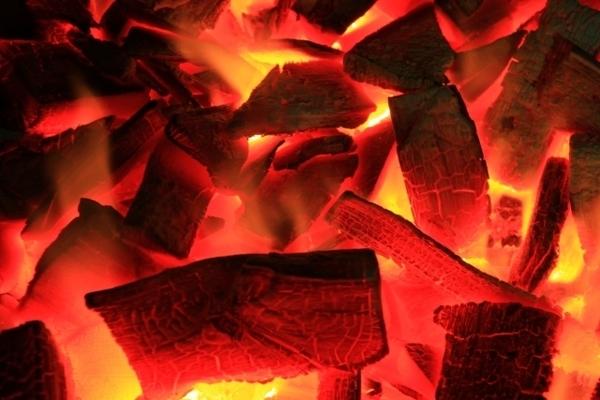 ステーキやローストビーフなどで使用する炭について