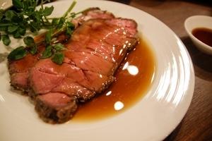 『ローストビーフ』と、『肉のたたき』は違う料理です。